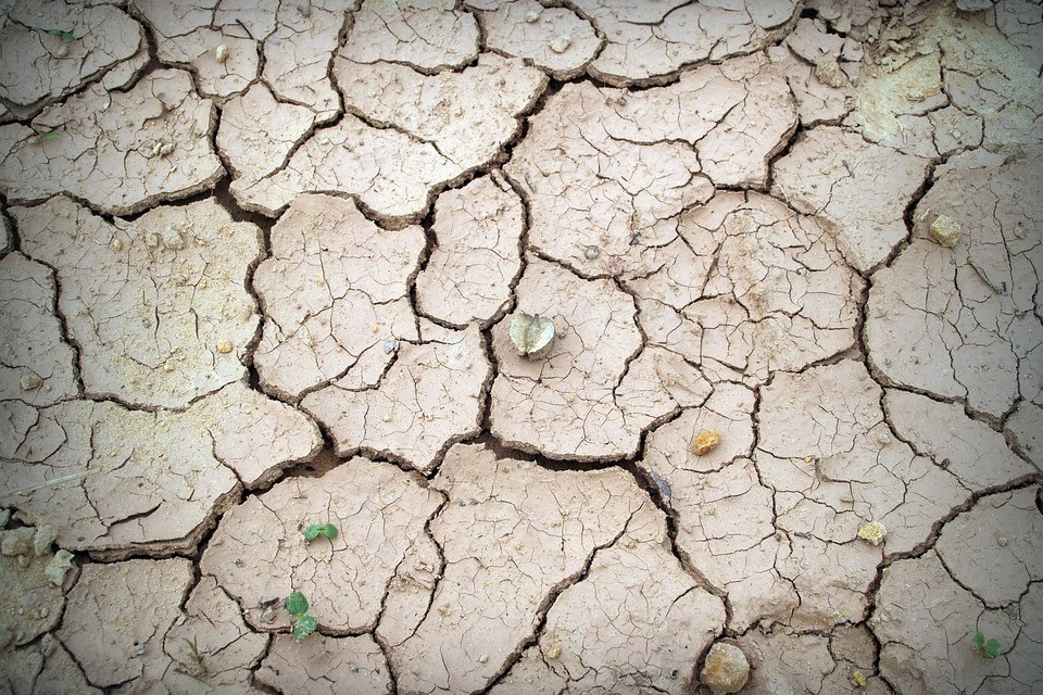 dry soil's low moisture content can be predicted through the electromagnetic properties